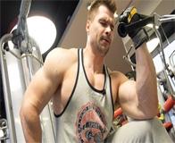Базовые упражнения на бицепс в тренажёрном зале