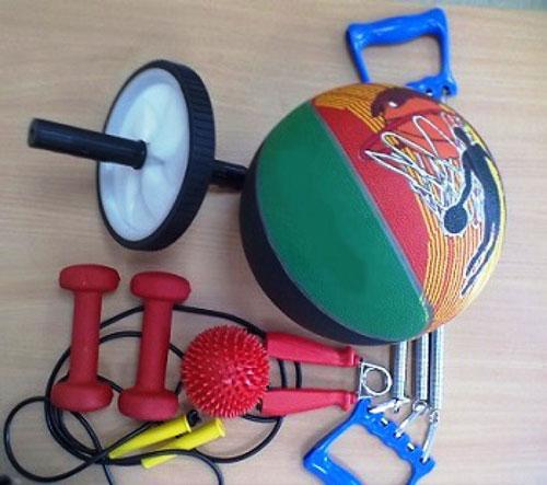 Инвентарь, который понадобится для тренировок в домашних условиях. Можно добавить еще гимнастический мяч